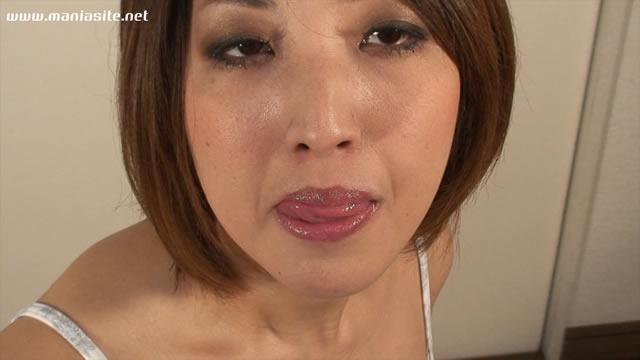 ショートカットの垂れ乳巨乳の熟女のセフレとラブホで無修正